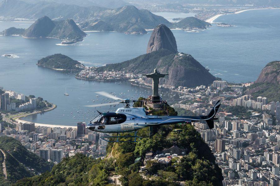 Le survol en hélicoptère de la baie de Rio