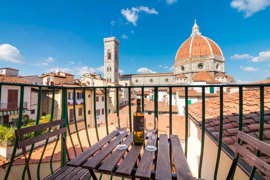 A côté de la Cathédrale Santa Maria del Fiore de Florence, se trouve le Firenze Rentals Corso 12.