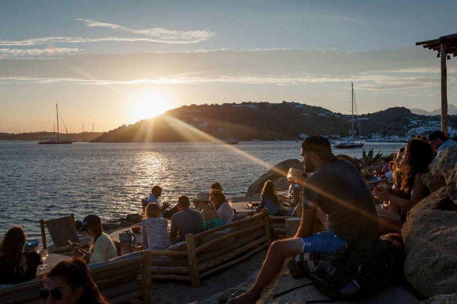 Au Scorpios, là où il faut être pour le coucher du soleil.