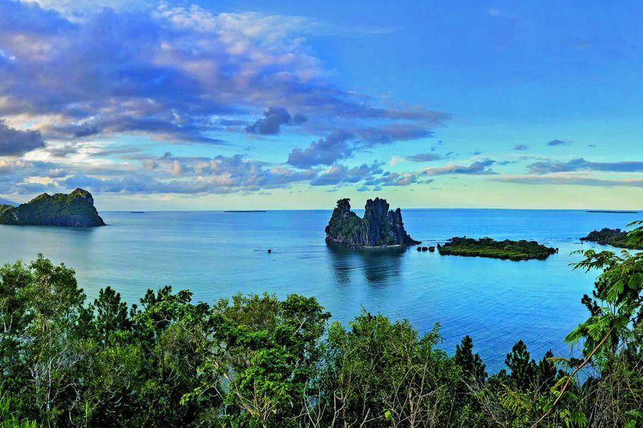 La baie de Hienghène, en Nouvelle-Calédonie, d'où est parti Nicolas pour s'aventurer vers l'archipel des Chesterfield.