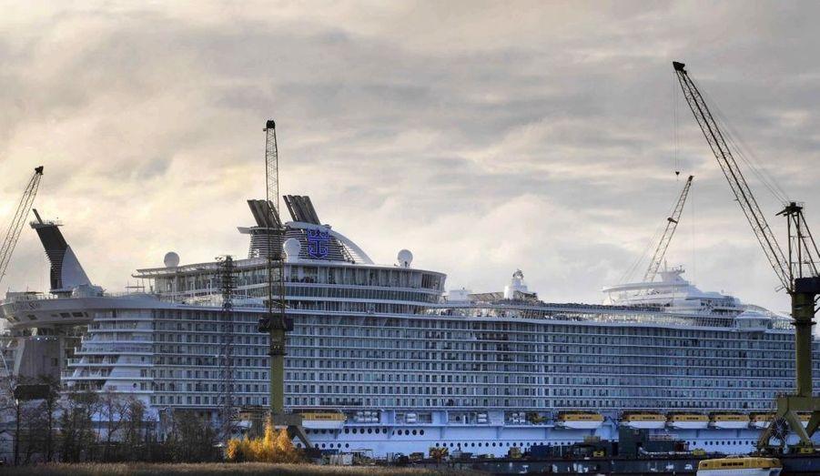 Lancé hier en à Turku en Finlande, L'Oasis of the Seas vient de ravir le titre du Queen Mary 2 : celui du plus grand paquebot du monde.