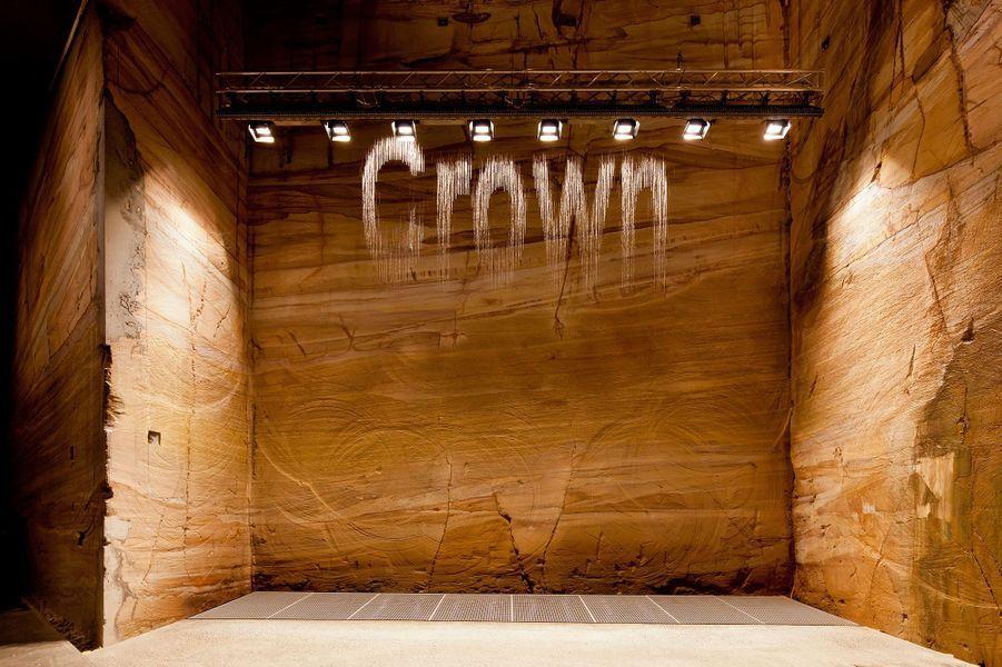 Cascade de mots d'eau générés par Google dans la Moorilla Gallery du Mona. De l'artisteJulius PoppBorn.