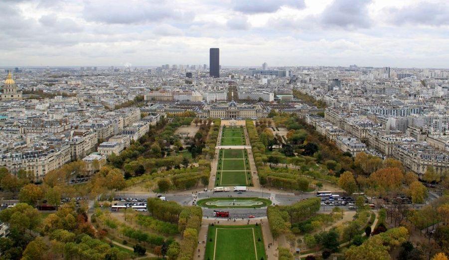 """La capitale française est la ville la plus chère du monde. Une """"performance"""" due en partie à la force de l'euro par rapport aux autres monnaies mondiales."""