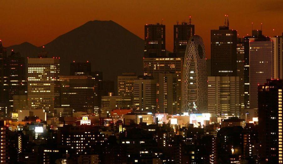 La capitale japonaise arrive en deuxième position, avec des coûts très élevés pour le logement et le transport.