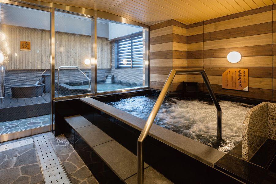 Tokyo, Japon : l'hôtelAPA Hotel Asakusa Tawaramachi Ekimae.