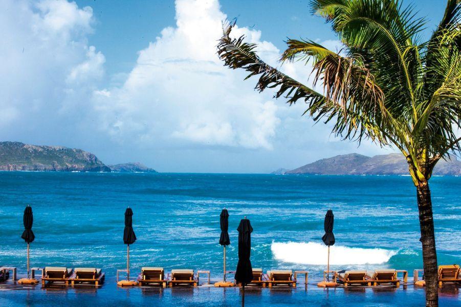 Une des plus belles piscines de l'île : celle à débordement de l'hôtel Christopher...