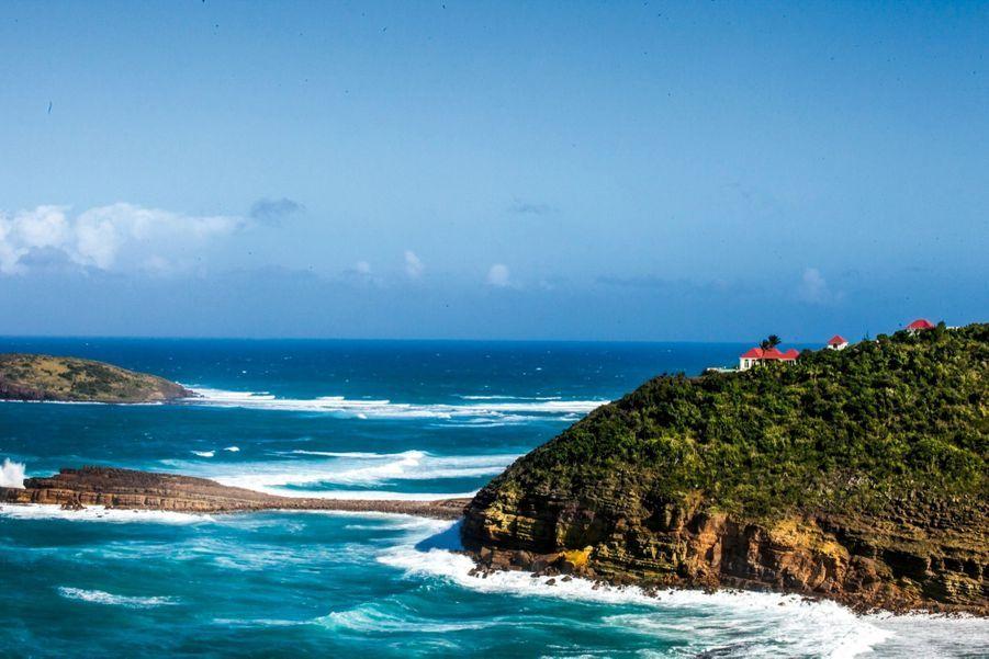 Depuis les hauteurs de l'hôtel Christopher, vue sur la route vers la capitale, Gustavia.