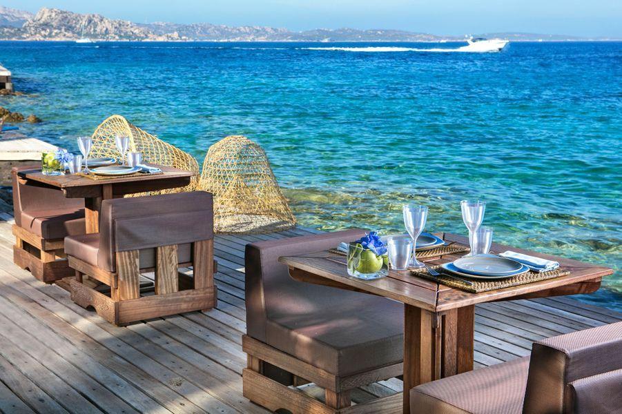 A moins de deux heures de vol de Paris, la Sardaigne offre un cadre magnifique et une mer d'un bleu inégalé. L'établissement Valle dell'Erica 5* vient de remporter la palme de l'hôtel le plus vert d'Europe.