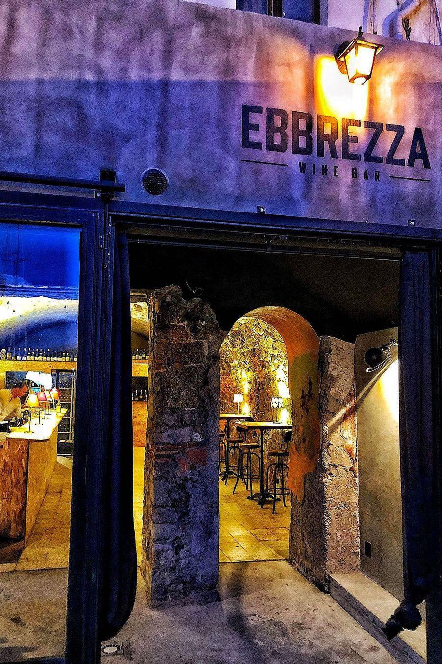 EBBREZZA Bar à tapas sur le port de Calvi