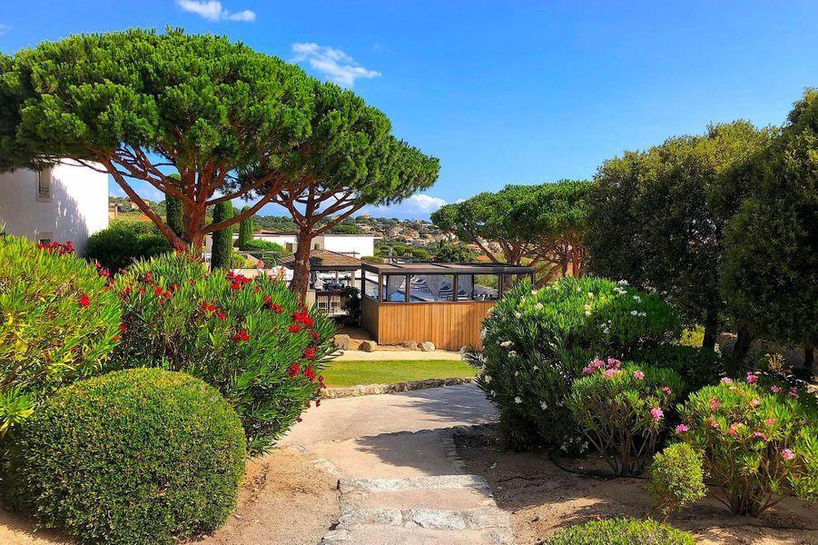 Jardins de la Villa menant aux chambres