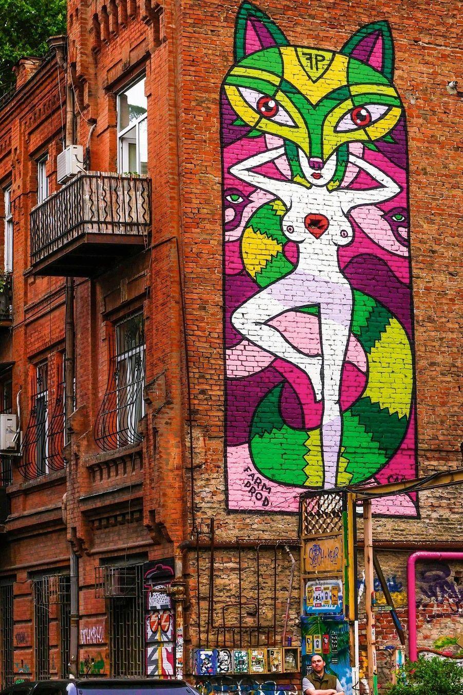 Symbole du renouveau de Tbilissi, les artistes ont habillé les vieux murs de l'ère soviétique