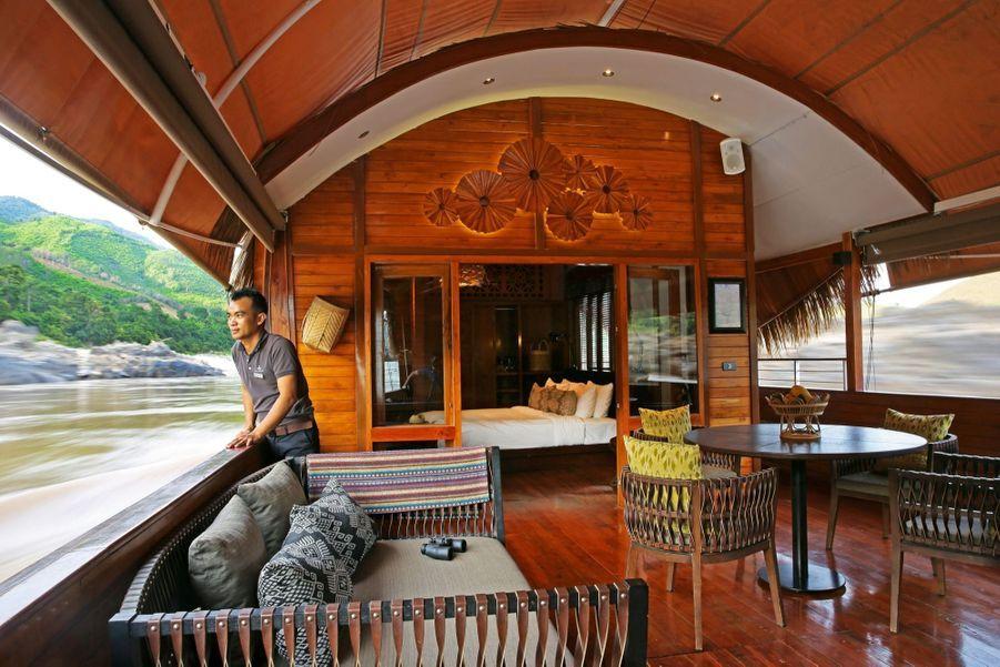 Doté de deux cabines aux chaudes tonalités de bois exotique, le « Gypsy » permet de se croire revenu aux temps des comptoirs.