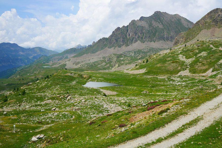 Les impressionnantes formations rocheuses des Alpes en Italie.