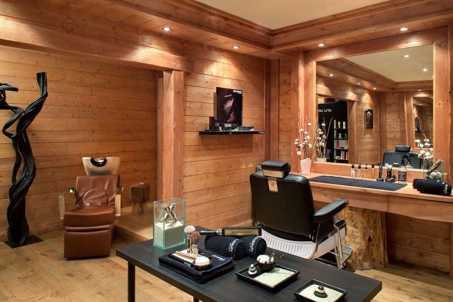 Le salon de coiffure Shu Uemura au sous-sol des Barmes.