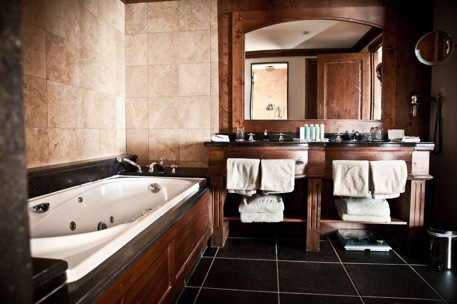 La salle de bains d'une chambre Grand Nord Américain aux Barmes.