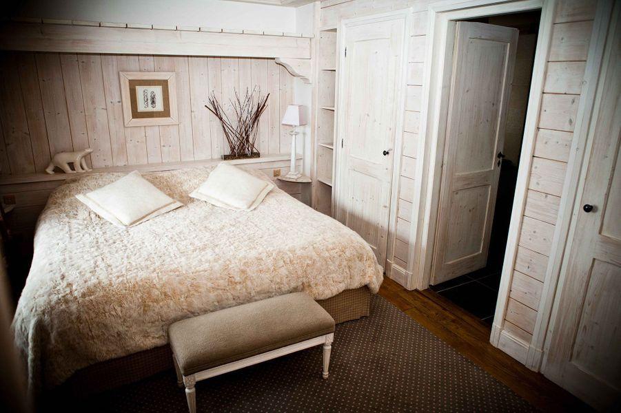 Une chambre scandinave au premier étage des Barmes de l'Ours.