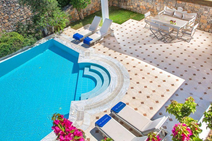 La piscine principale de l'hôtel.