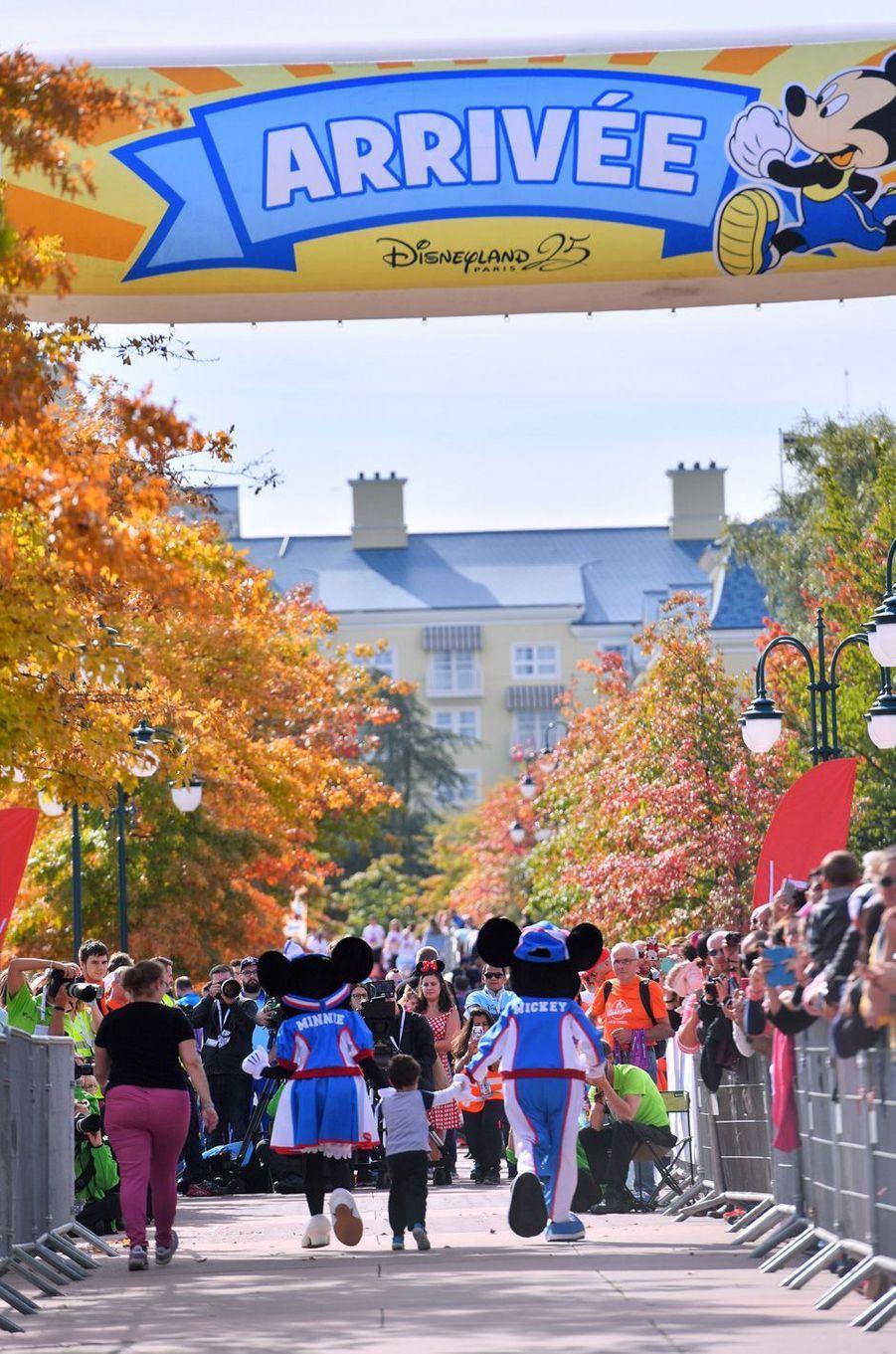 A l'arrivée de la course des enfants à Disneyland Paris, le 23 septembre 2017.