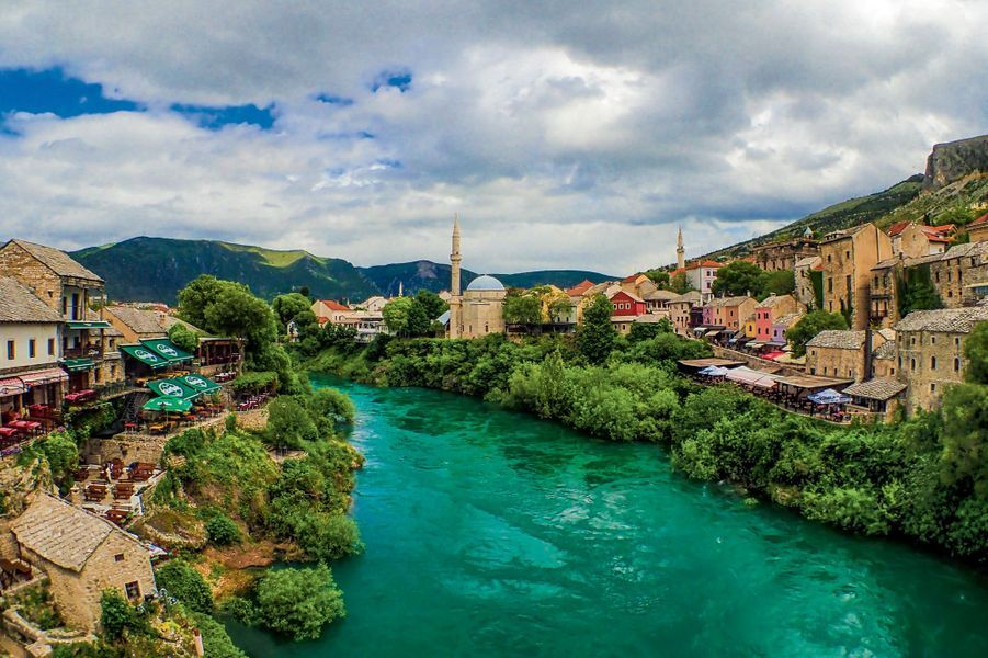 Mostar, en Bosnie-Herzégovine, qui abrite la mosquée de Koski. Une surprenante étoile de David est gravée sur son minbar en pierre.