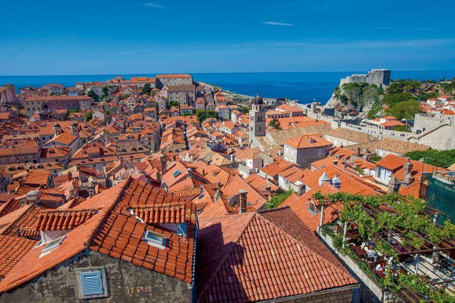 La vieille ville de Dubrovnik depuis le sommet des remparts.