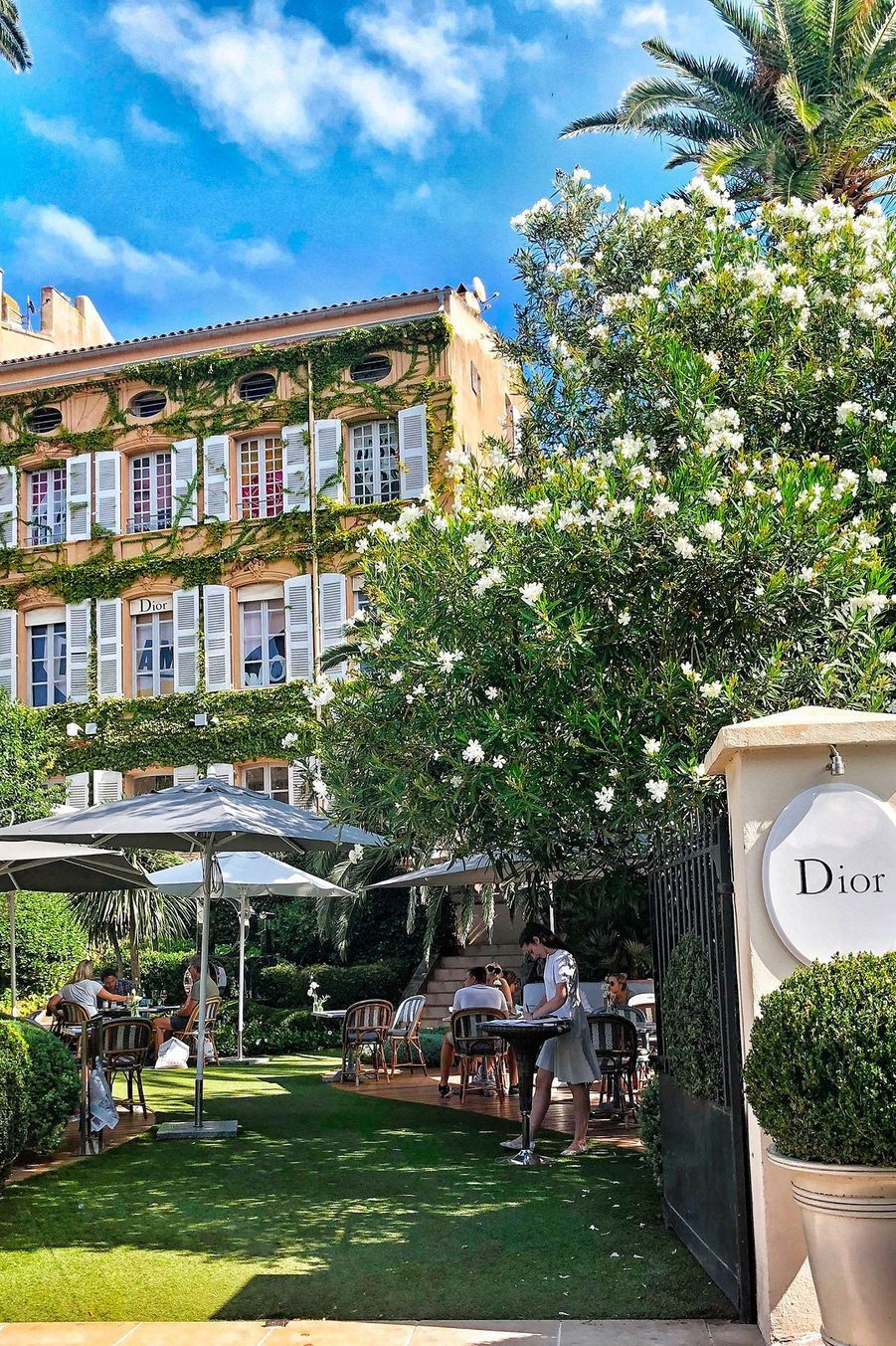 Un café chez Dior ?