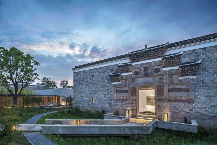 L'une des 13 maisons avec jardin privé et pavillon contemporain, accueillant deux chambres d'amis.