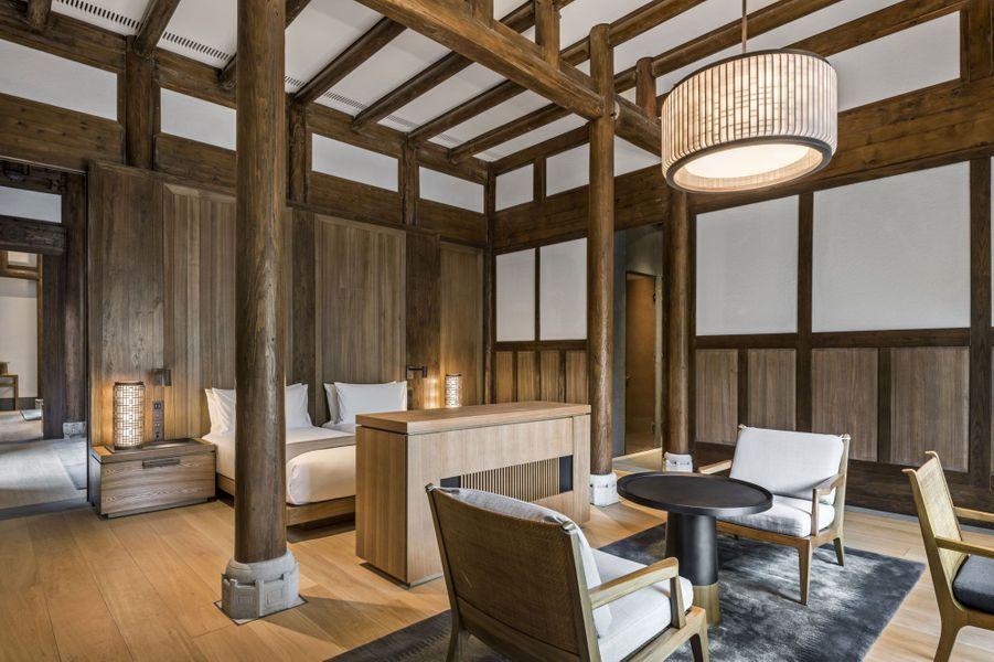 Une des chambres, aménagée comme toutes les maisons selon les règles du Feng Shui.