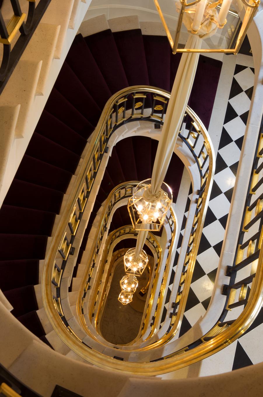 L'un des deux escaliers.