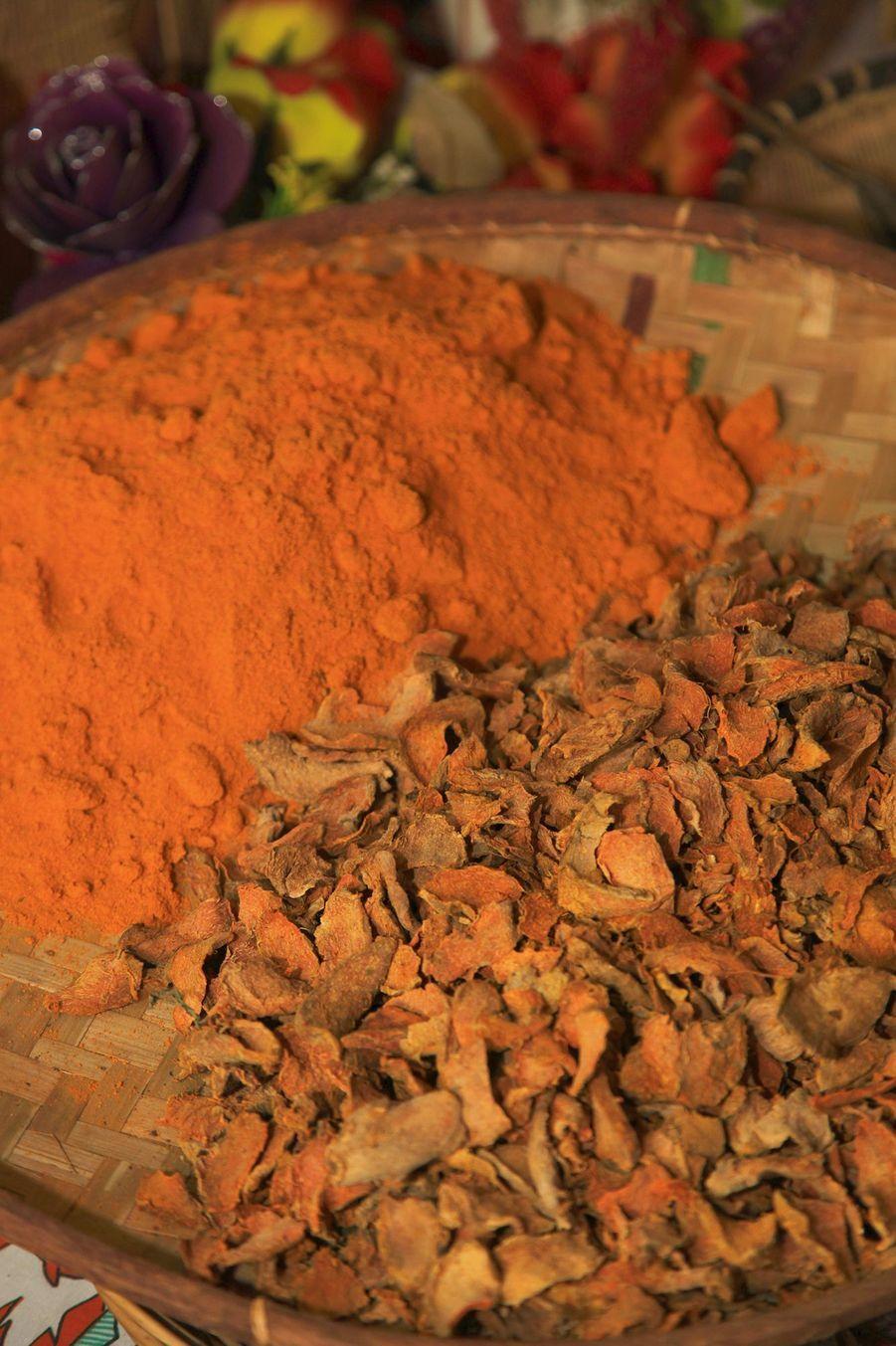 Le curcuma de La Réunion, appelé aussi safranpéi, est une épice très convoitée par les chefs cuisiniers