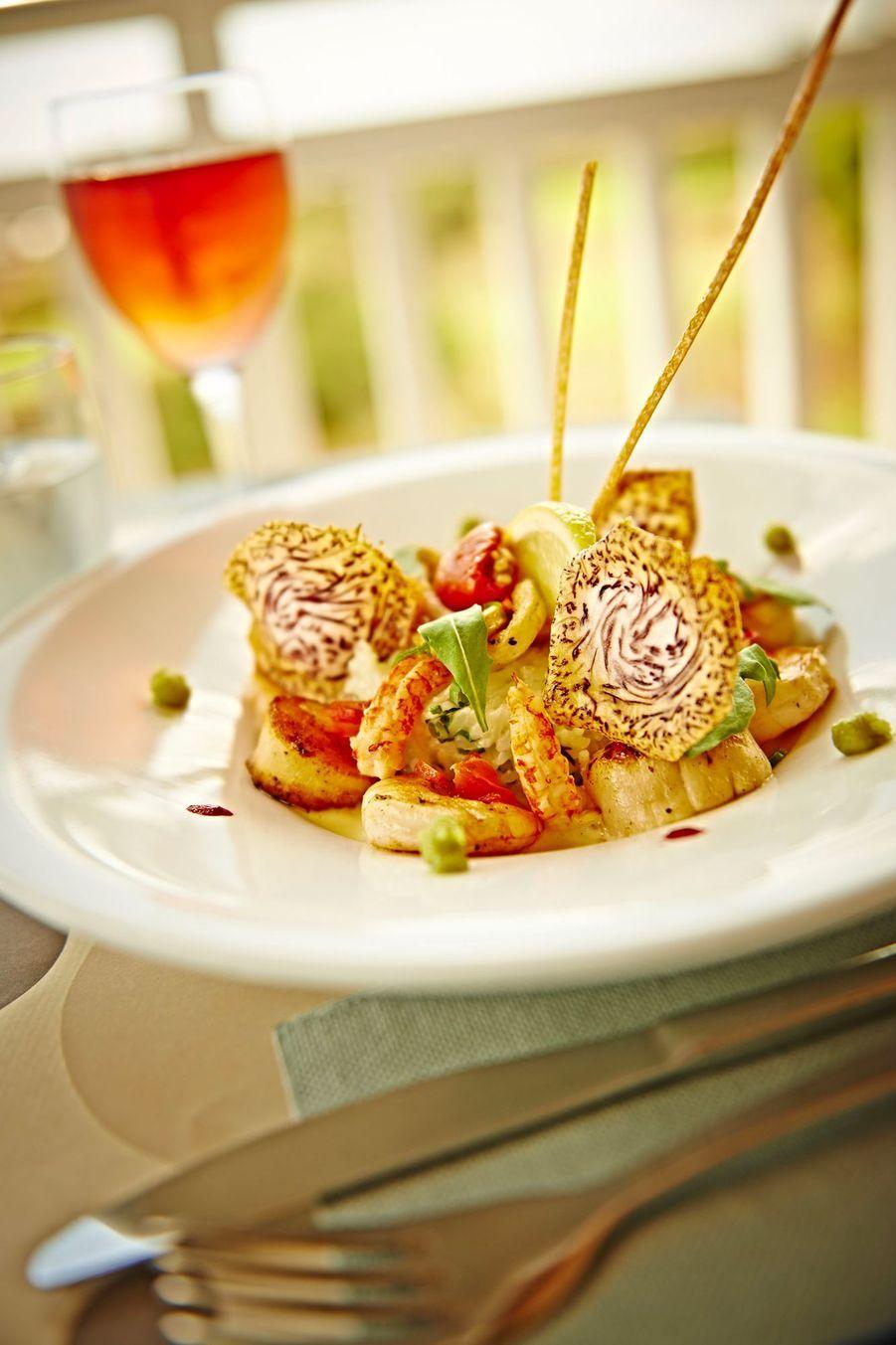 Plat gastronomique au restaurant du Golf du Bassin Bleu
