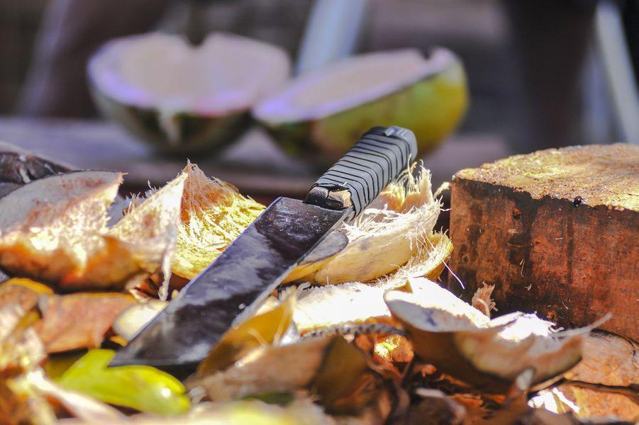 Les noix de cocos peuvent se déguster directement au marché