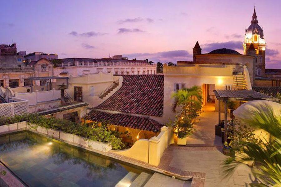 En Colombie, dans la ville de Carthagène, c'est un Nathan Drake encore adolescent qui part à la recherche de l'anneau et de l'astrolabe de son ancêtre, Sir Francis Drake. Pourquoi y aller? Pour s'imprégner de la culture locale, et comme Drake, arpenter les rues colorées de la ville inscrite maintenant au patrimoine mondiale de l'UNESCO pour son port, ses forteresses et ensembles monumentaux. On profite aussi de la vue imprenable sur la cité depuis la Casa Pombo.
