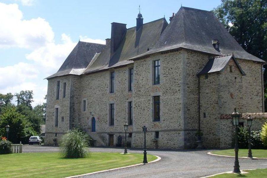 Dans Drake's Deception, Drake et Sully partent à la recherche d'un château en France. Celui-ci est caché au cœur d'une forêt, et on risque vite de s'y perdre… Pour revivre ce chapitre à la française, découvrez le Château de la Fontenelle, un hébergement de charme qui vous fera rêver.