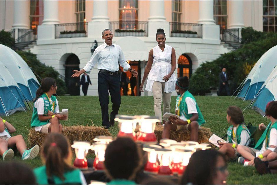 Avec les scouts michelle et barack obama campent la for Barack obama a la maison blanche