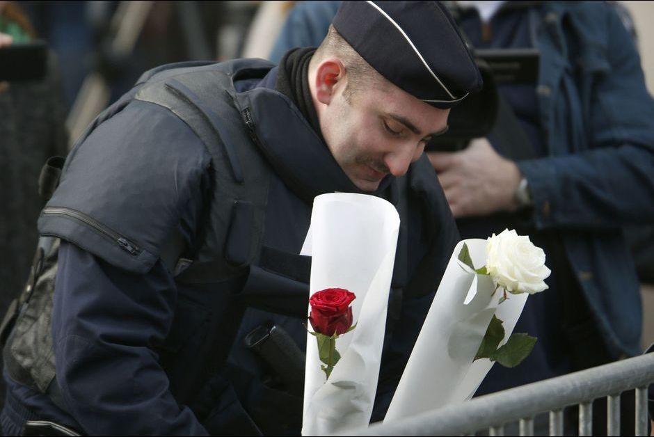 A-Paris-apres-les-attaques-le-recueillement.jpg