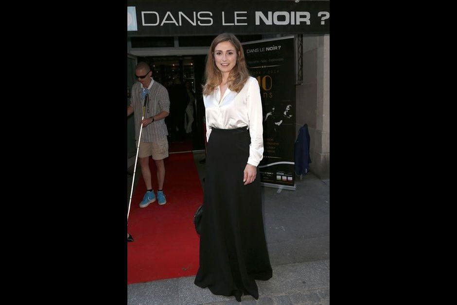 Soir e parisienne julie gayet dans le noir for Dans ke noir
