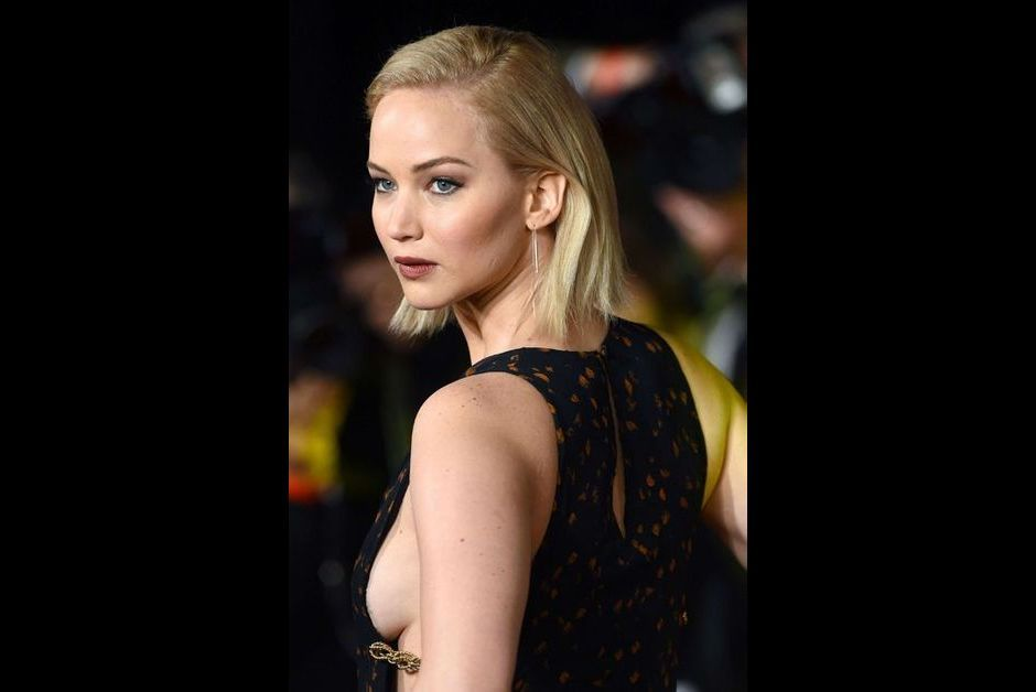 who is jennifer from hunger games dating Is jennifer lawrence married or dating anyone jennifer lawrence is not married,  she was checking outguns for her roll in the next hunger games movie.