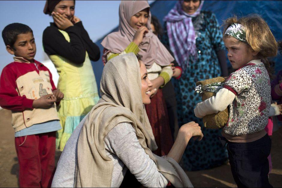 Durant sa mission au Liban, Angelina Jolie est allée à la rencontre de réfugiés syriens dans la vallée de Bekaa.