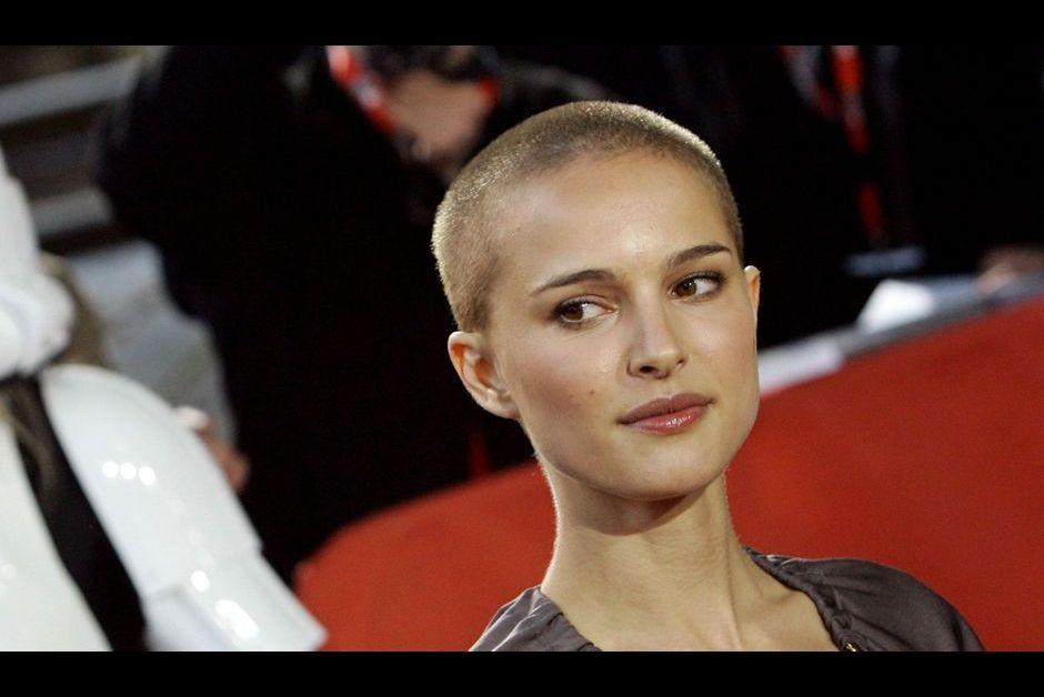 Cassie avec sa tête rasée