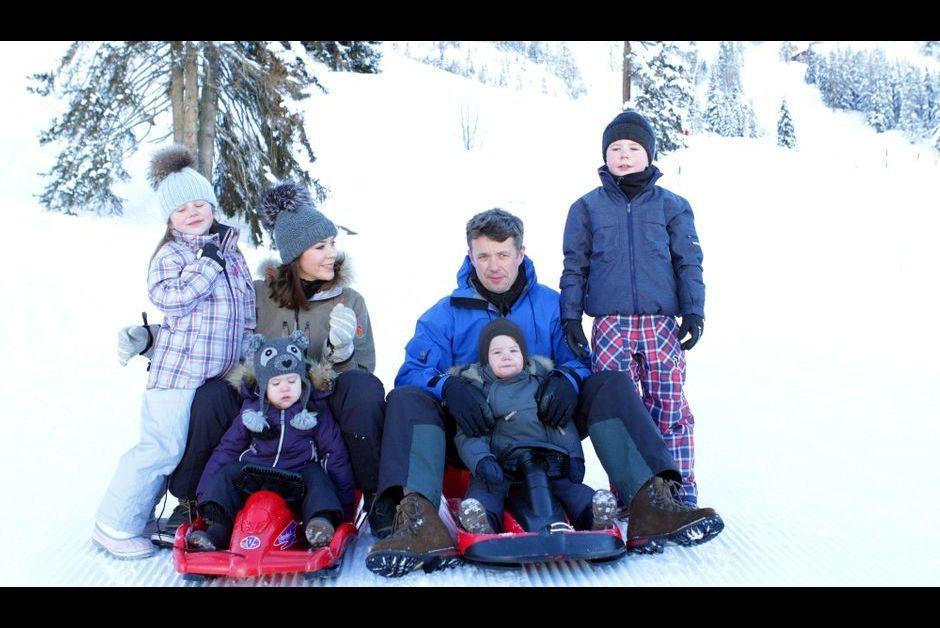 mary et frederik vacances au ski en famille. Black Bedroom Furniture Sets. Home Design Ideas