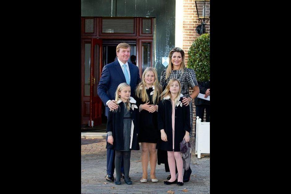 Le roi Willem-Alexander des Pays-Bas, la reine Maxima et leurs filles avec le prince Floris et son fils Willem Jan à Apeldoorn, le 9 novembre 2014