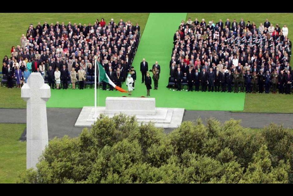 Elizabeth ii poursuit sa visite historique en irlande for Art du jardin zbinden sa