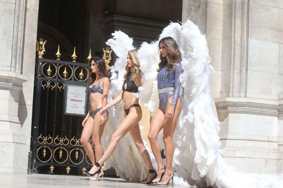 Les anges victoria 39 s secret ultra sexy dans les rues de paris for Booking secret de paris