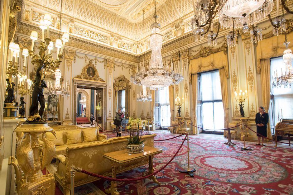 Durant Tout L 233 T 233 Venez D 233 Couvrir Buckingham Palace