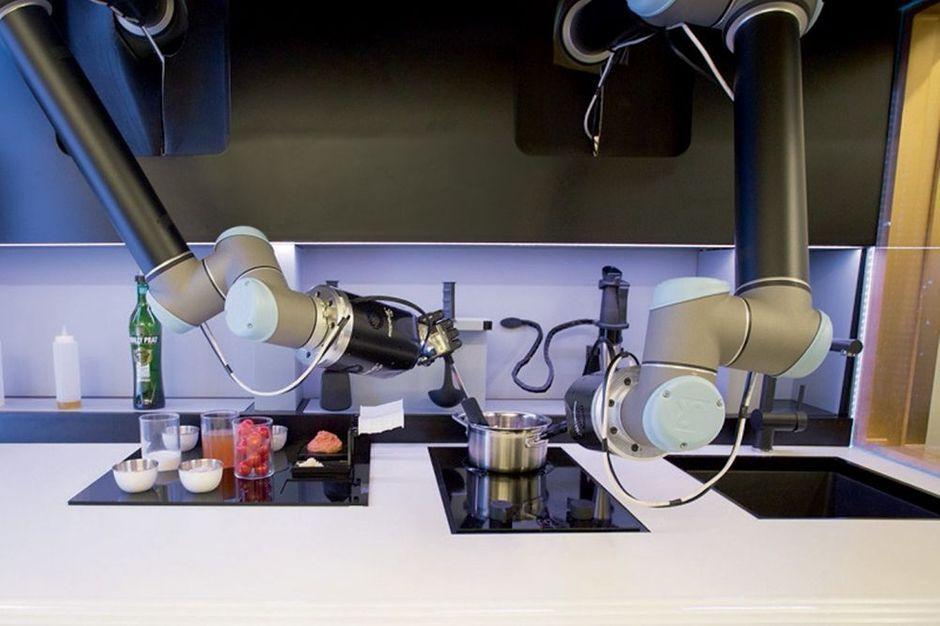 2000 recettes un robot fait la cuisine votre place for Cuisine futuriste