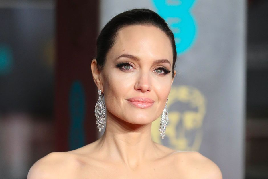 Angelina jolie fake lesbian pis