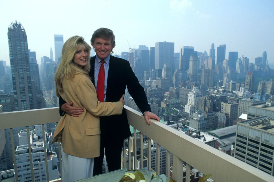 Donald Trump et Marla Maples au sommet du Trump Palace, l'immeuble à la mode à Manhattan en cette année 1991.
