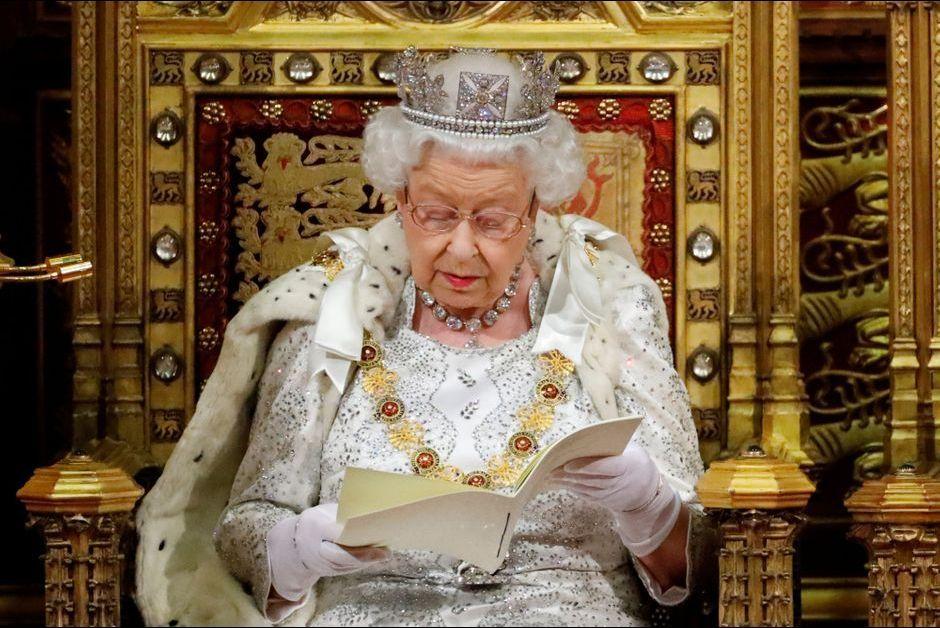 Elizabeth II a ouvert le Parlement coiffée du diadème d'apparat de George IV