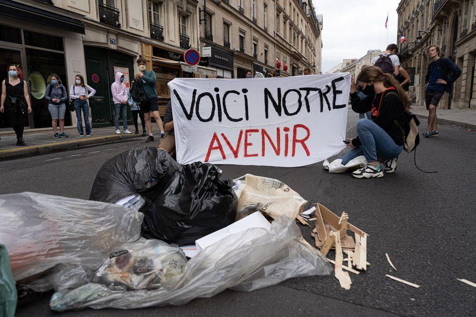 """""""Verts de colère"""": un """"camp climat"""" monté par des dizaines de jeunes à Paris"""