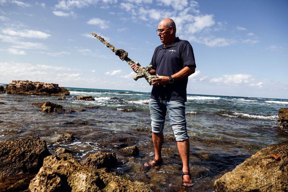 Un plongeur découvre une épée de l'époque des Croisades